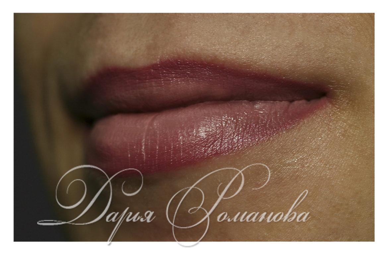 Эффект 3D в татуаже губ подразумевает собой переход цвета от темного к светлому, что делает губы особенно объемными и пухлыми.