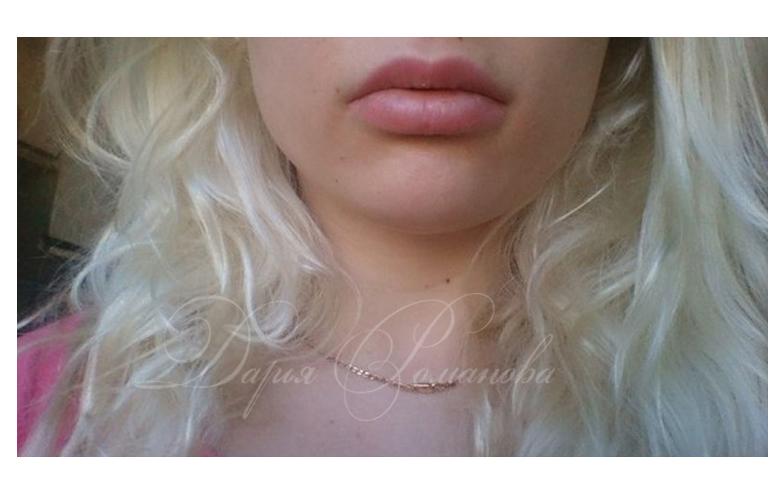 Перманентный макияж для блондинок всегда отличается особой нежностью. Даже если речь идет про губы.